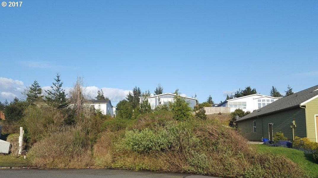 Tricia Place, Coos Bay, OR 97420