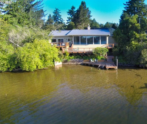 4934 Lake Shore Dr, Florence, OR 97439