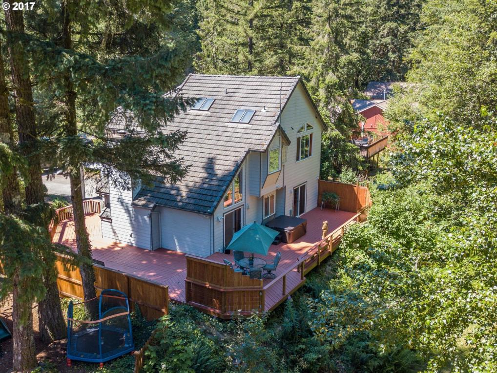 64909 E Riverside Dr, Brightwood, OR 97011