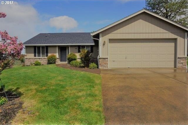 122 W Flangas Ave, Roseburg, OR 97471