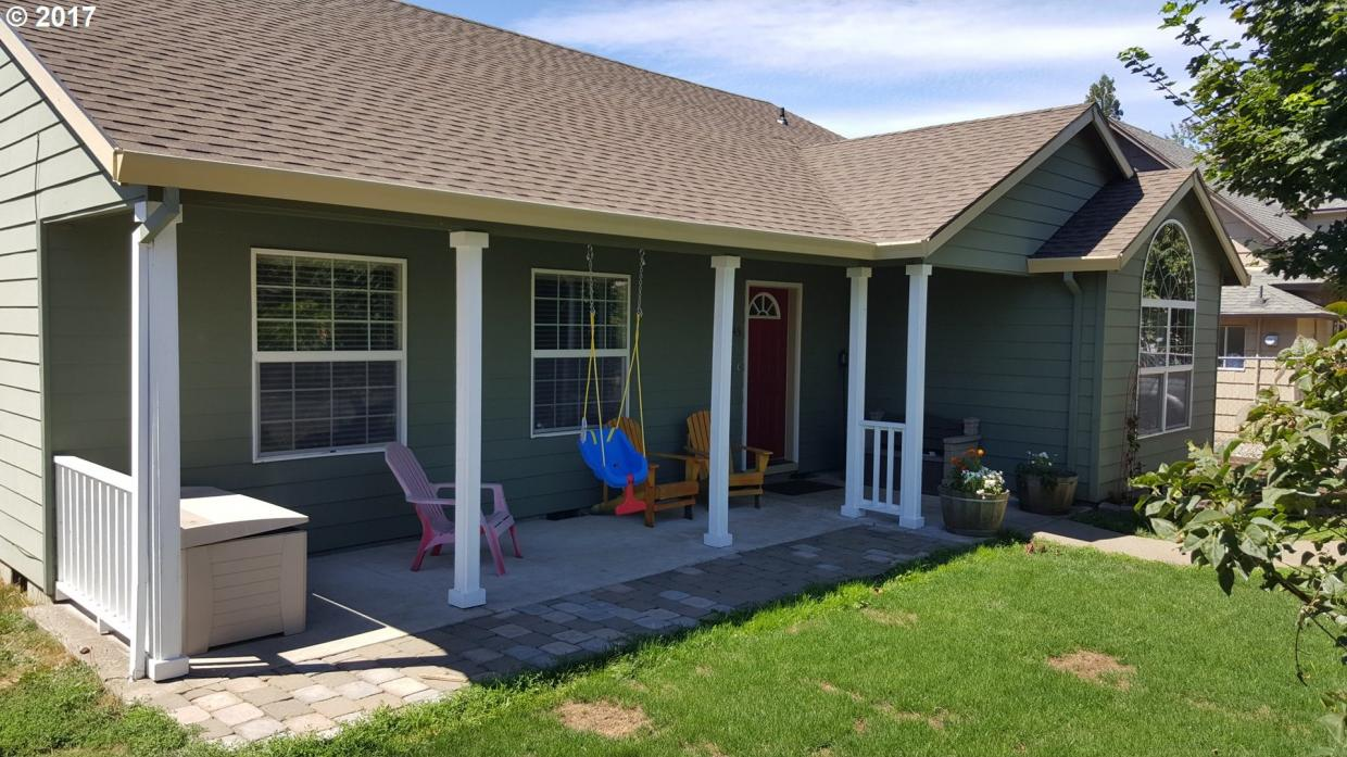 145 4th St, Fairview, OR 97024