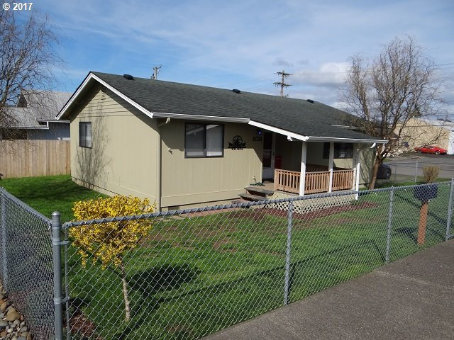 1021 Winchester Ave, Reedsport, OR 97467