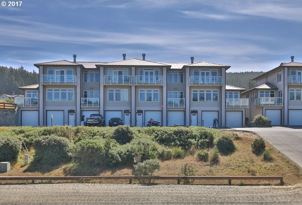 1606 Salmon Harbor Dr, Winchester Bay, OR 97467