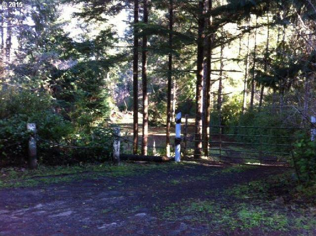Circle Dr, North Bend, OR 97459