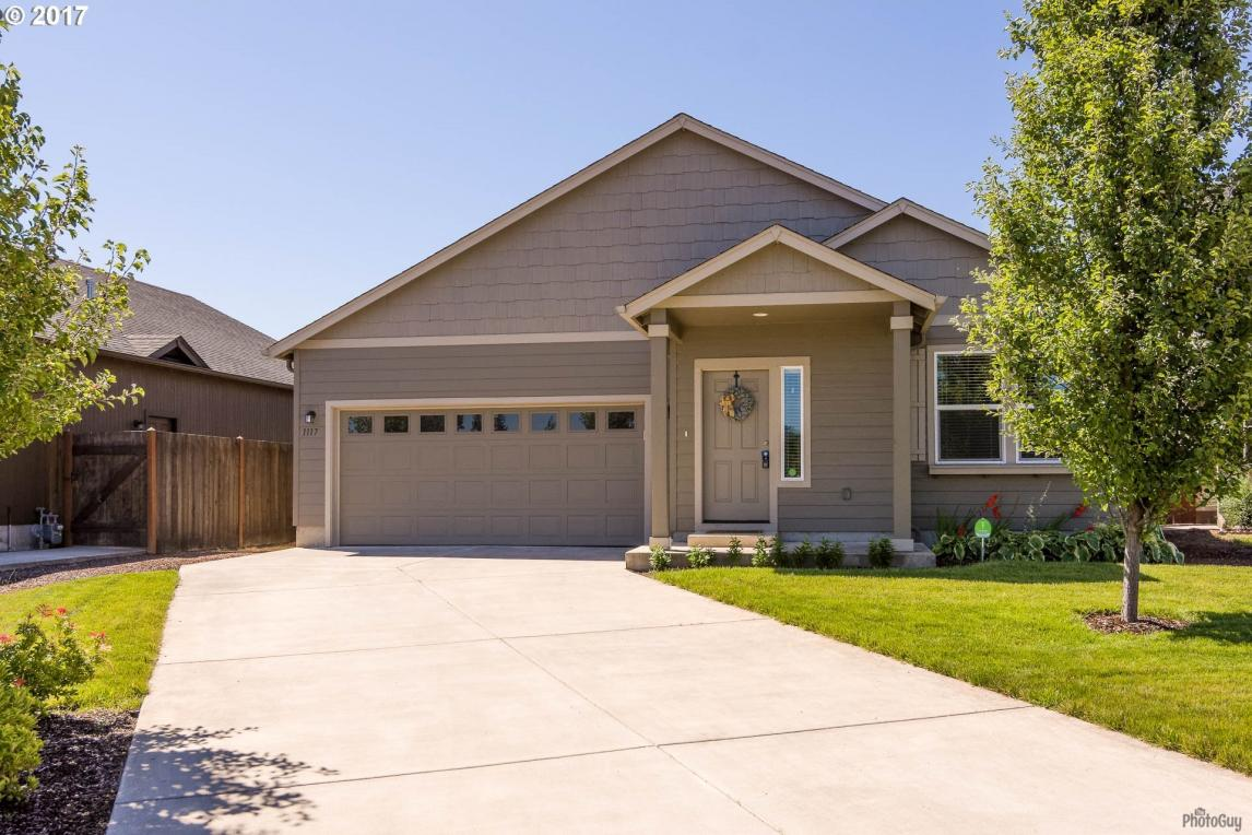 1117 S 2nd St, Cottage Grove, OR 97424