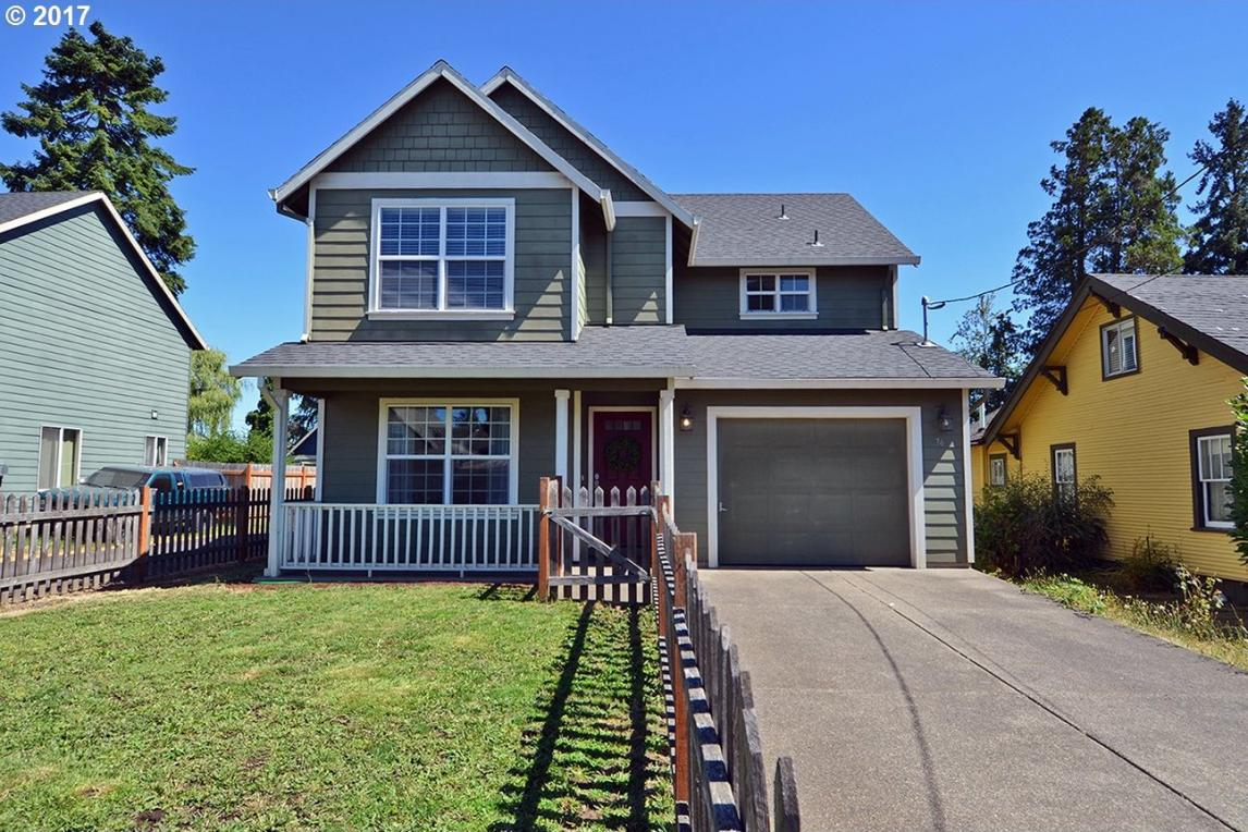 76 S 21st St, St. Helens, OR 97051