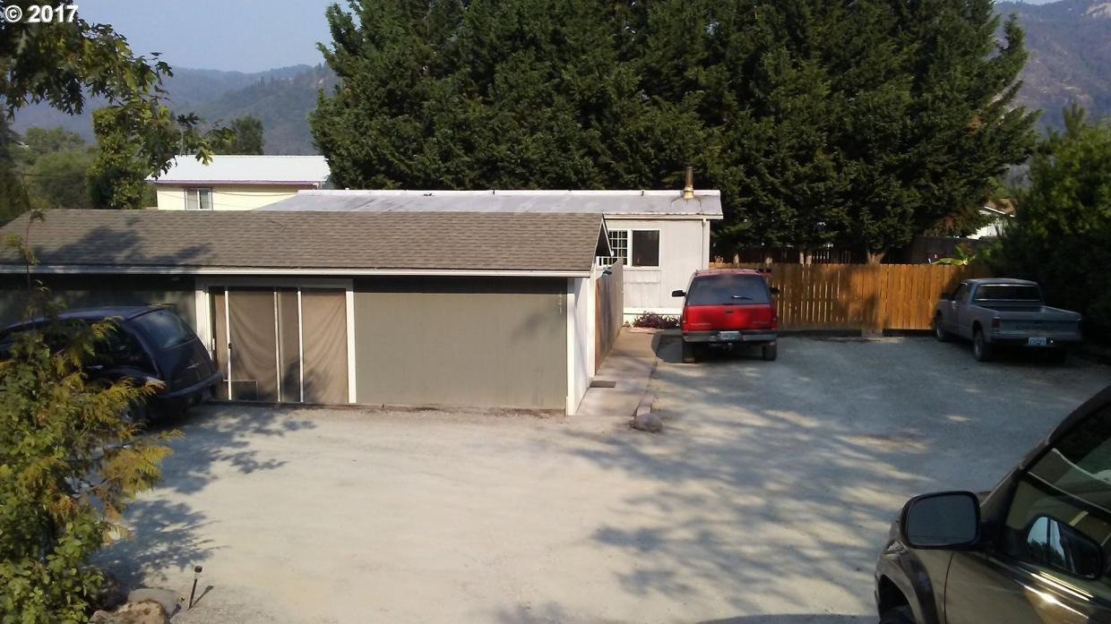 441 S Old Pacific Hwy, Myrtle Creek, OR 97457
