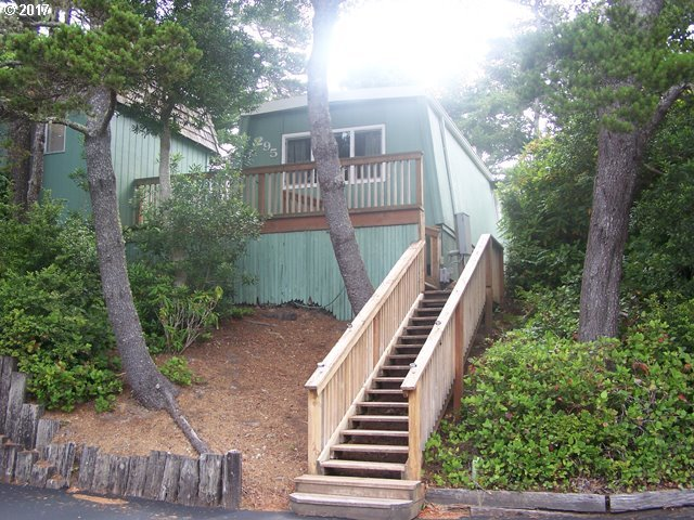 1600 Rhododendron Dr #295, Florence, OR 97439