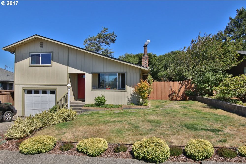 1965 Grant Ave, North Bend, OR 97459