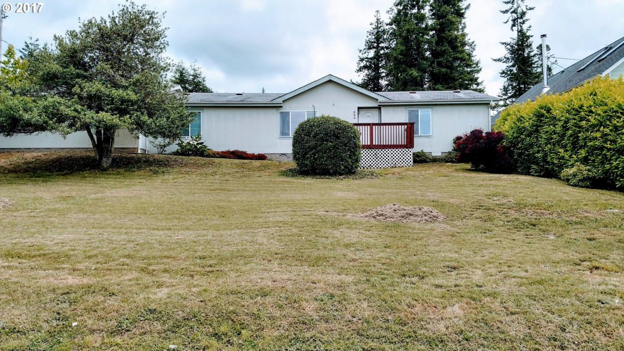 892 N Henry St, Coquille, OR 97423