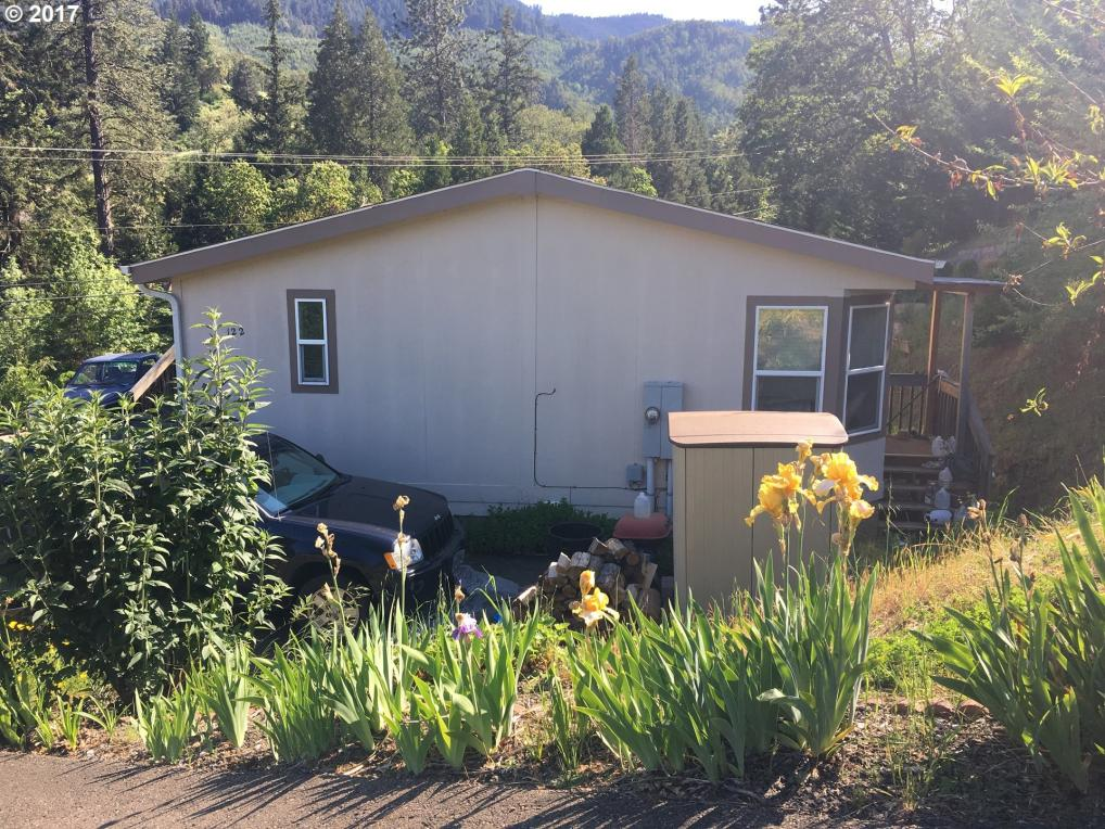 122 Canyon View St, Canyonville, OR 97417