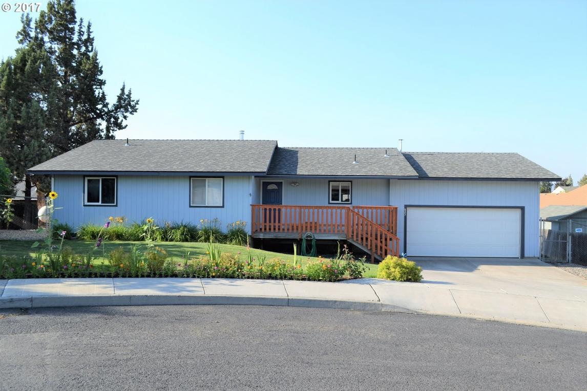 843 NW Maple Ct, Redmond, OR 97756
