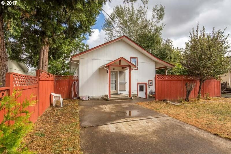 86 S 3rd St, Creswell, OR 97426