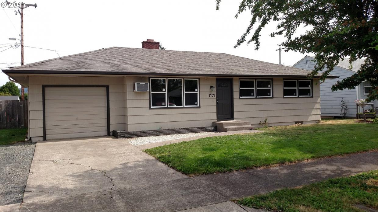 1404 Pleasant St, Springfield, OR 97477