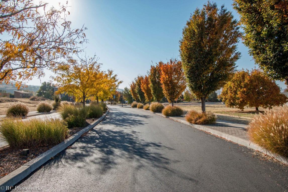 Lone Pine Blvd, The Dalles, OR 97058