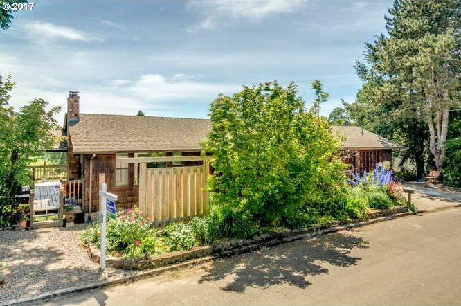 9935 SW Bayou Dr, Mcminnville, OR 97128
