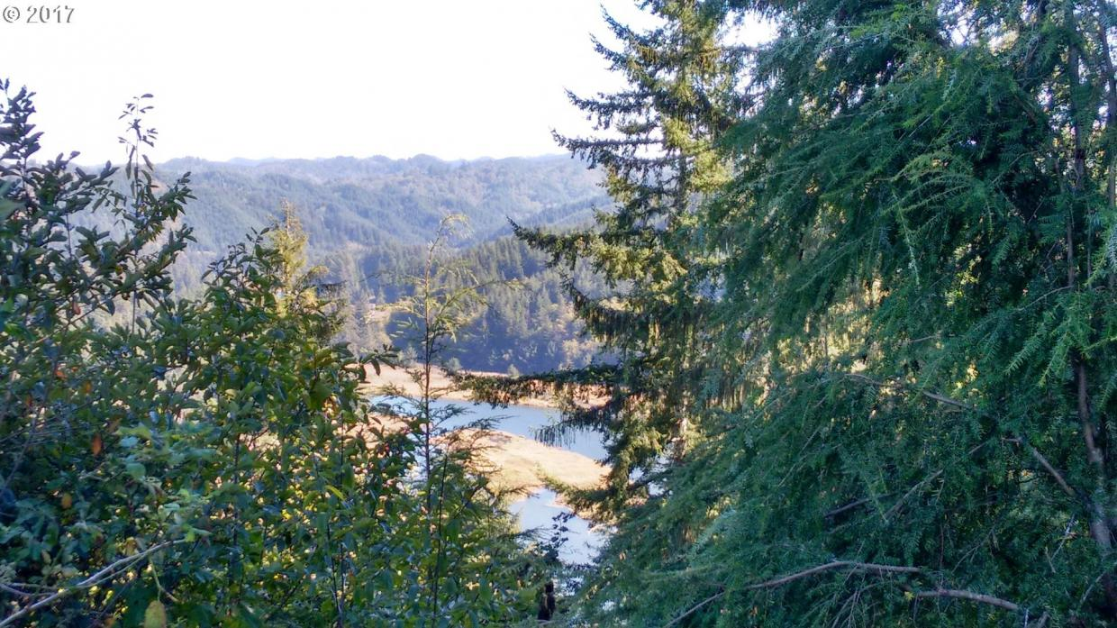 Crestview Dr, Reedsport, OR 97467