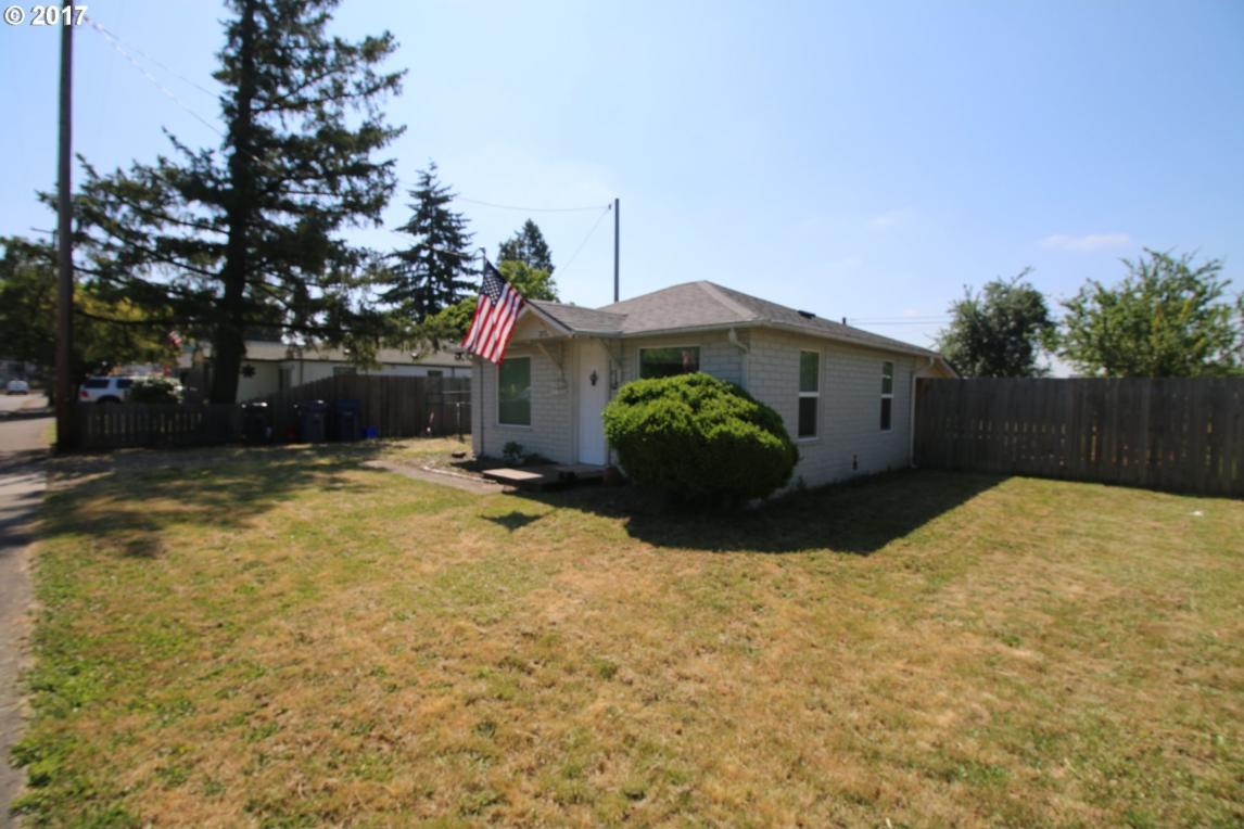 2725 C St, Springfield, OR 97477