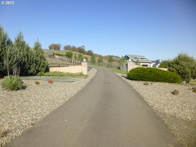 415 Country Hill Dr, Roseburg, OR 97471