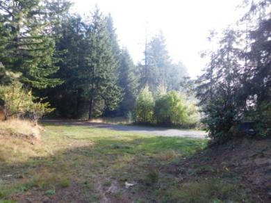 1903 Idaho Dr, Coos Bay, OR 97420