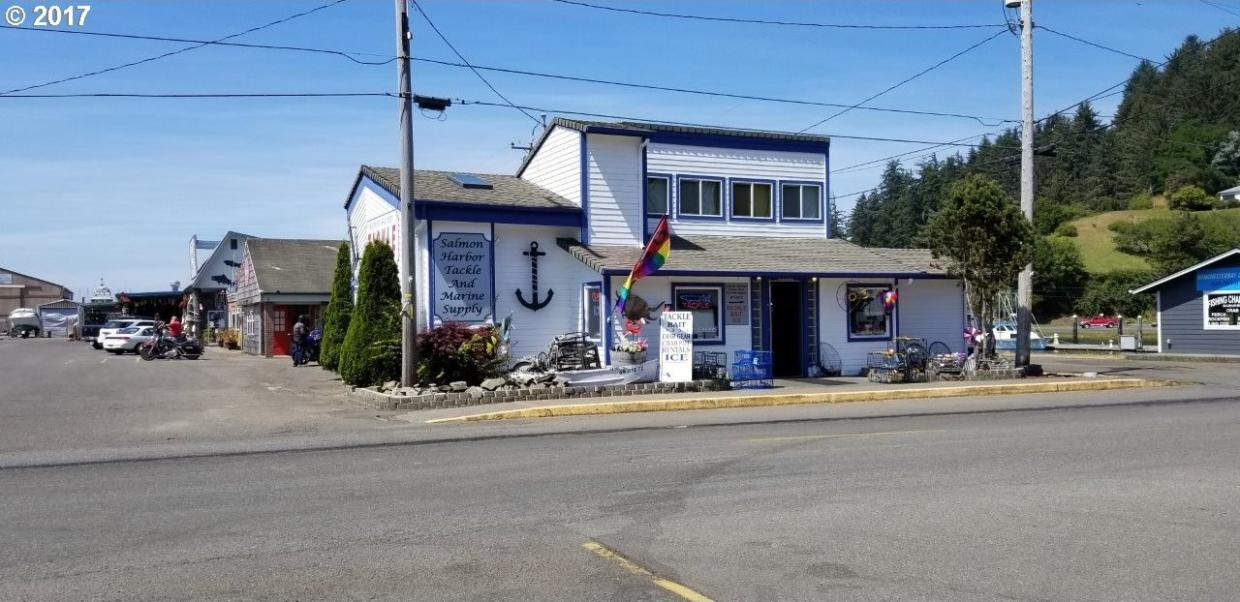 495 Beach Blvd, Winchester Bay, OR 97467
