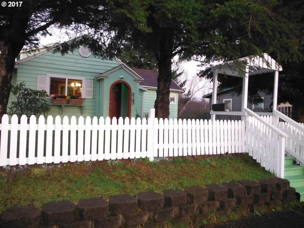 2105 Everett, North Bend, OR 97459