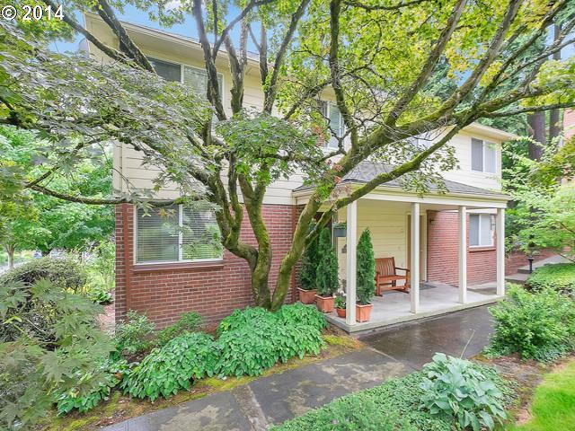 482 S State St #3b, Lake Oswego, OR 97034