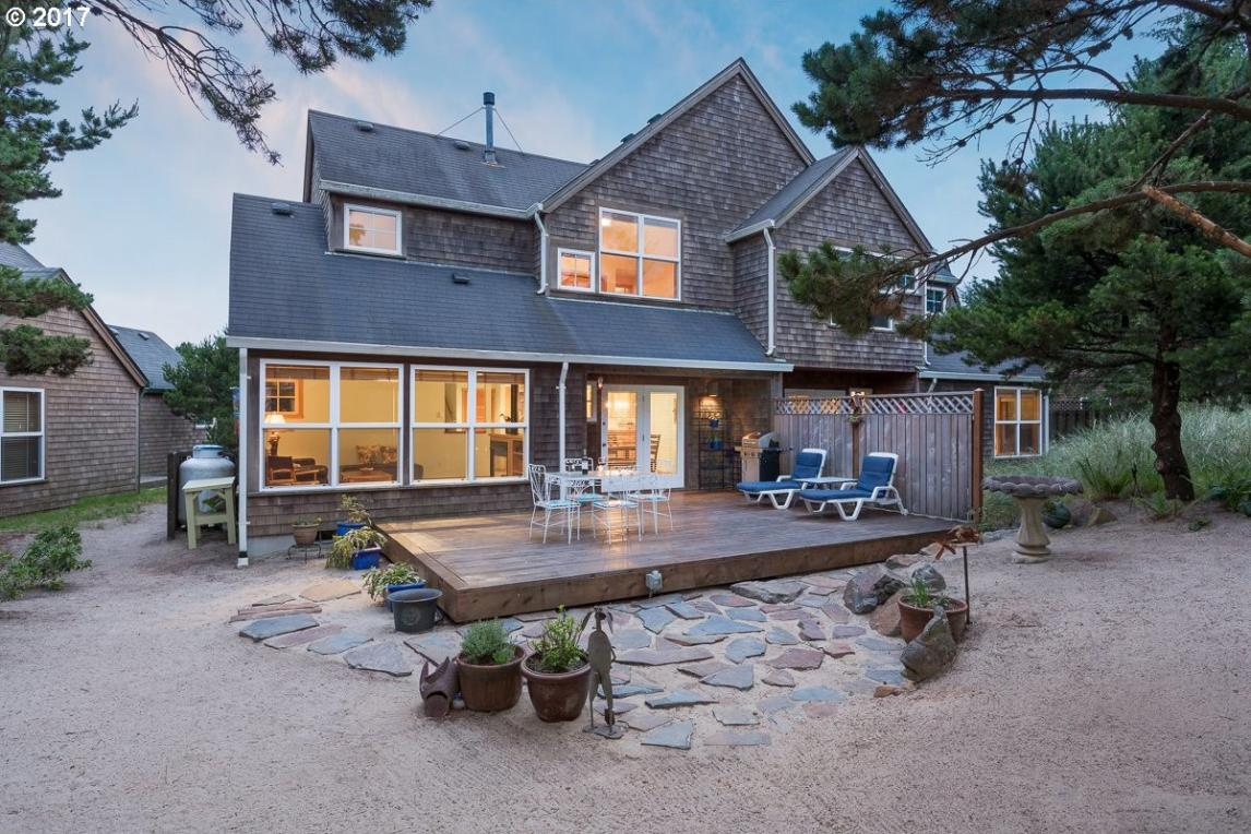 5875 Barefoot Ln, Pacific City, OR 97135
