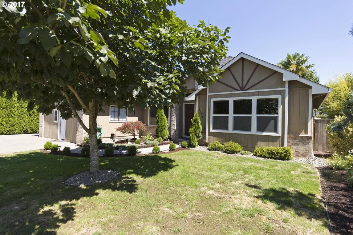 3195 5th St, Hubbard, OR 97032