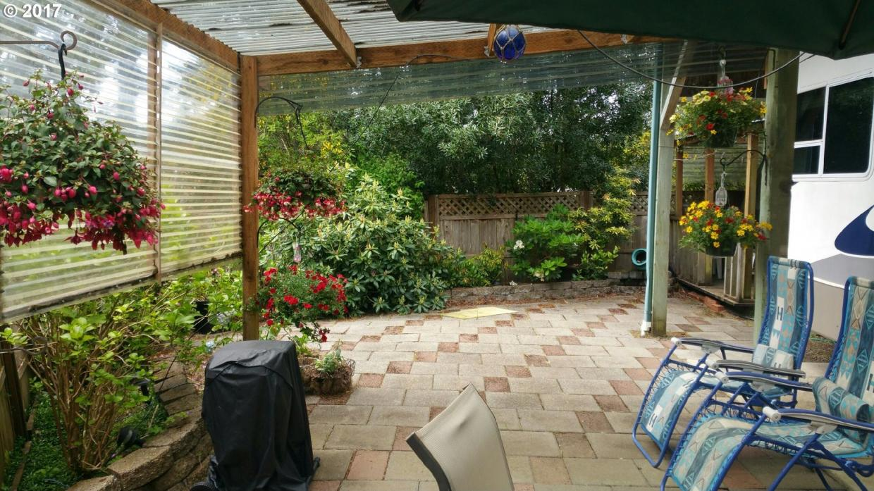 50 Easy St, Florence, OR 97439