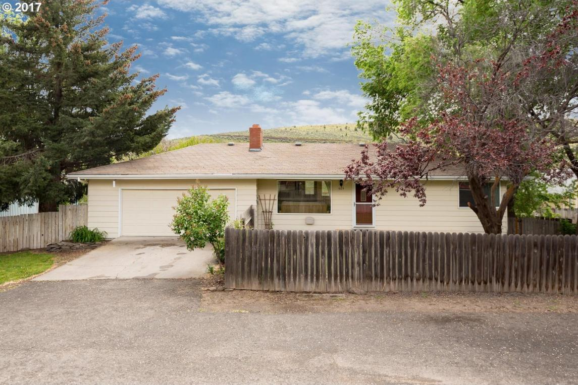 609 Staats Ave, Maupin, OR 97037