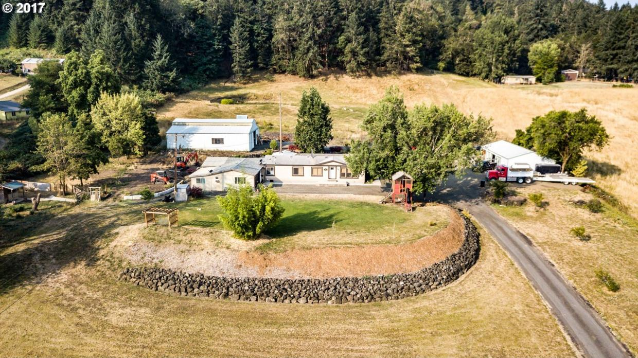 704 Oak Hill Rd, Roseburg, OR 97471