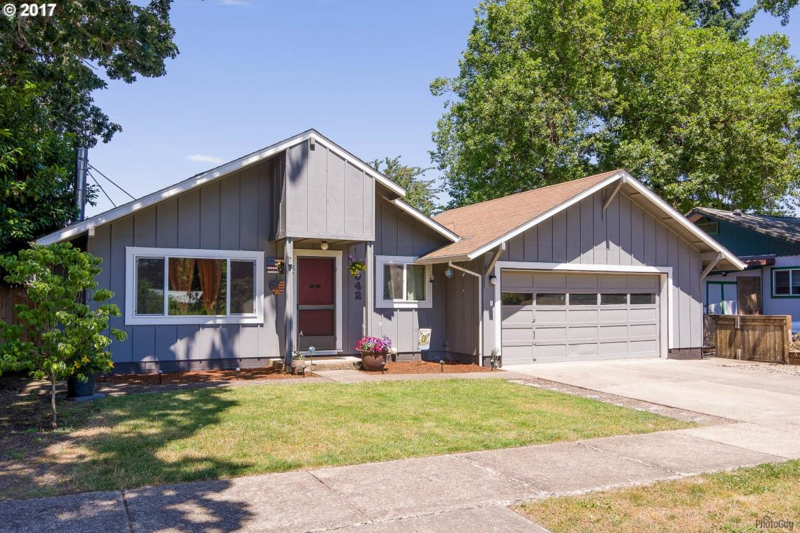 1042 Pennoyer Ave, Cottage Grove, OR 97424