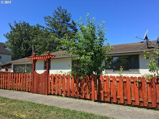 102 5th St, Myrtle Point, OR 97458