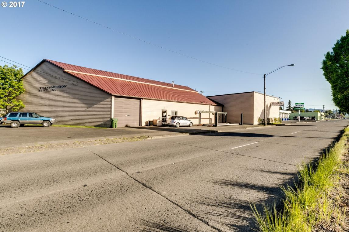 238 Hwy 99, Cottage Grove, OR 97424