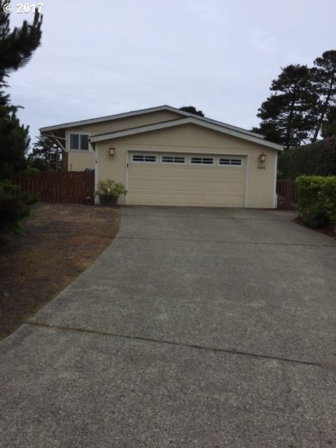4385 Rhododendron Dr, Florence, OR 97439