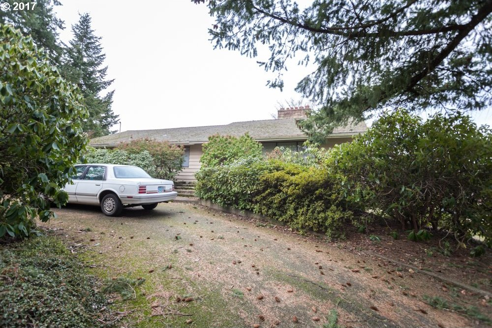 10615 SW 42nd Ave, Portland, OR 97219