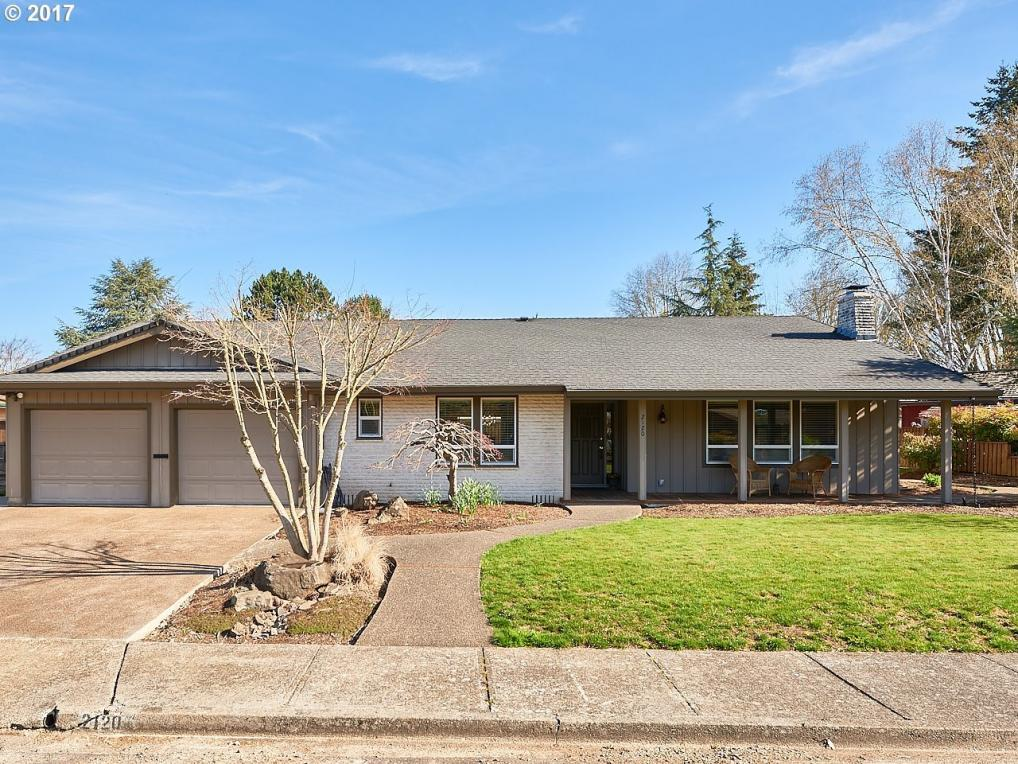 2120 NW Saint Andrews Dr, Mcminnville, OR 97128