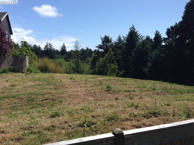 June Ave, Bandon, OR 97411