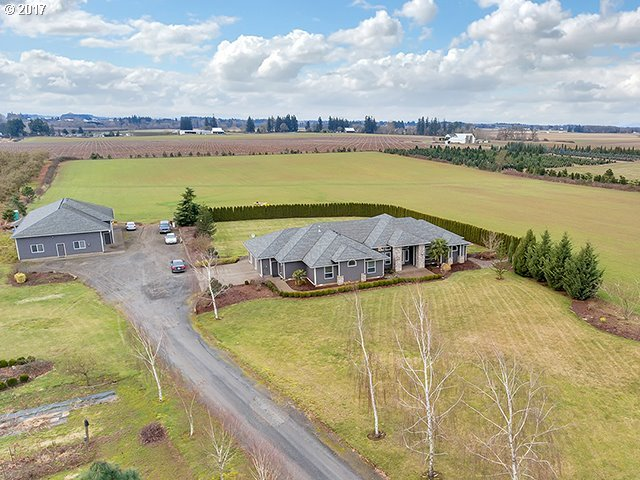 34221 S Barlow Rd, Woodburn, OR 97071