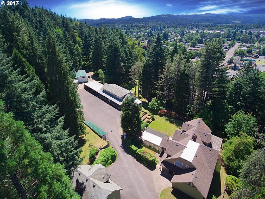 35 S 21st St, Cottage Grove, OR 97424