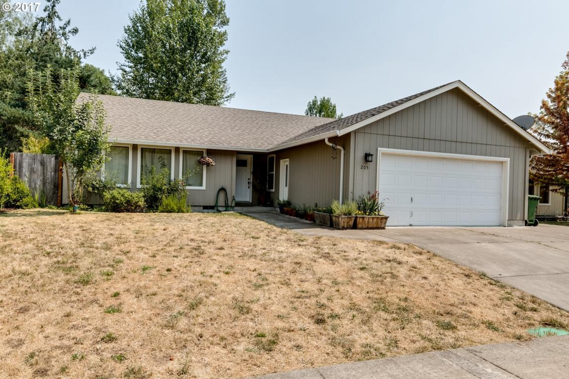 205 Bluebird St, Cottage Grove, OR 97424