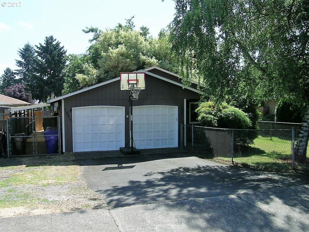 1221 Linn Ave, Oregon City, OR 97045