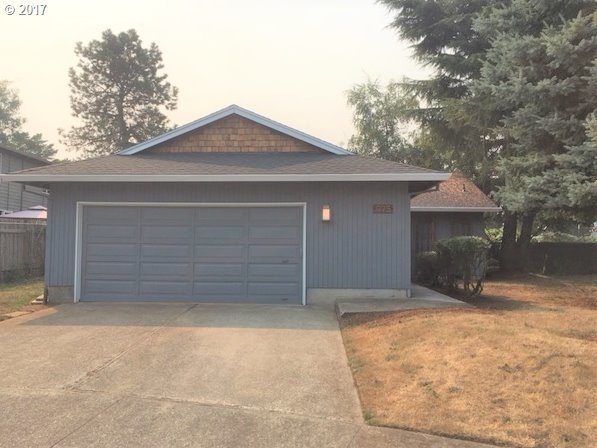 975 NE 8th Pl, Canby, OR 97013