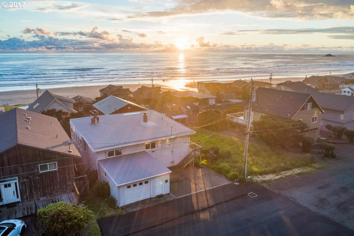 6345 NE Mast Ave, Lincoln City, OR 97367
