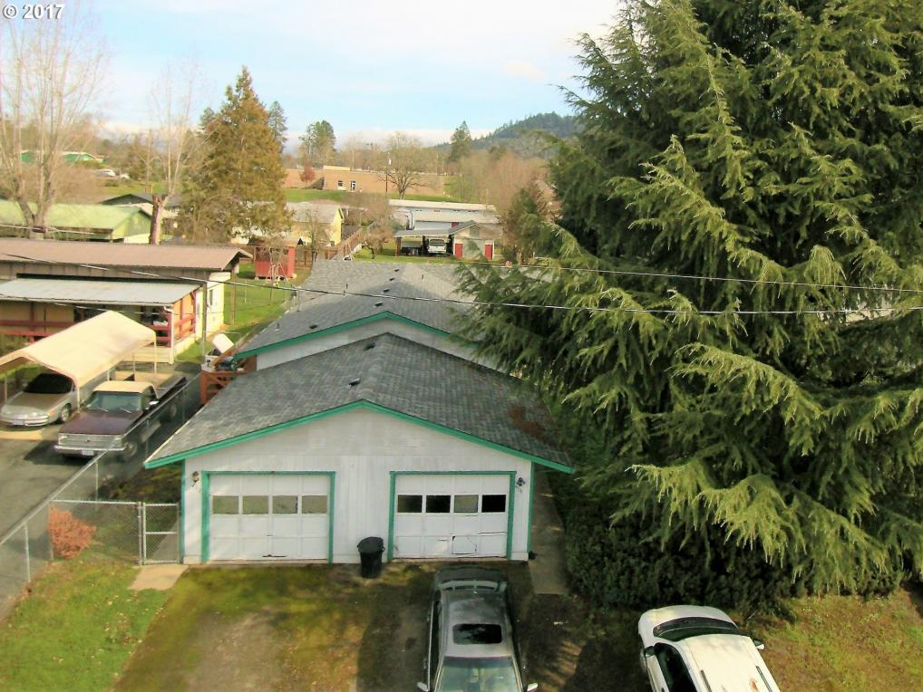 492 SE Darrell Ave, Winston, OR 97496