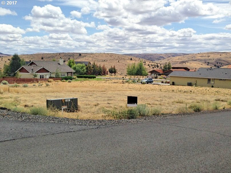 1517 Fish Tail Rd, Maupin, OR 97037