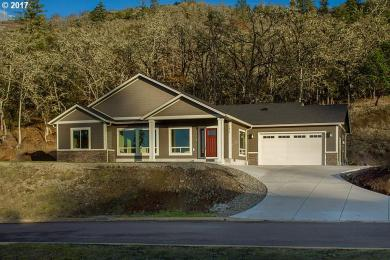 1829 NE Reagan Dr, Roseburg, OR 97470