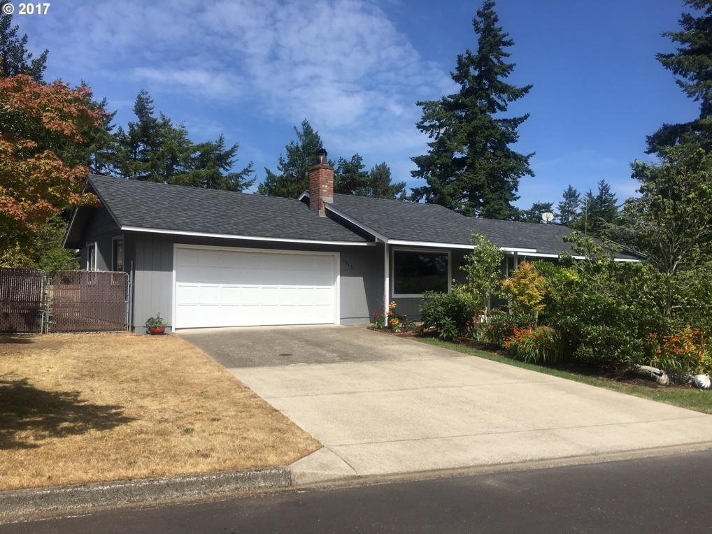 1913 W Park Dr, Florence, OR 97439