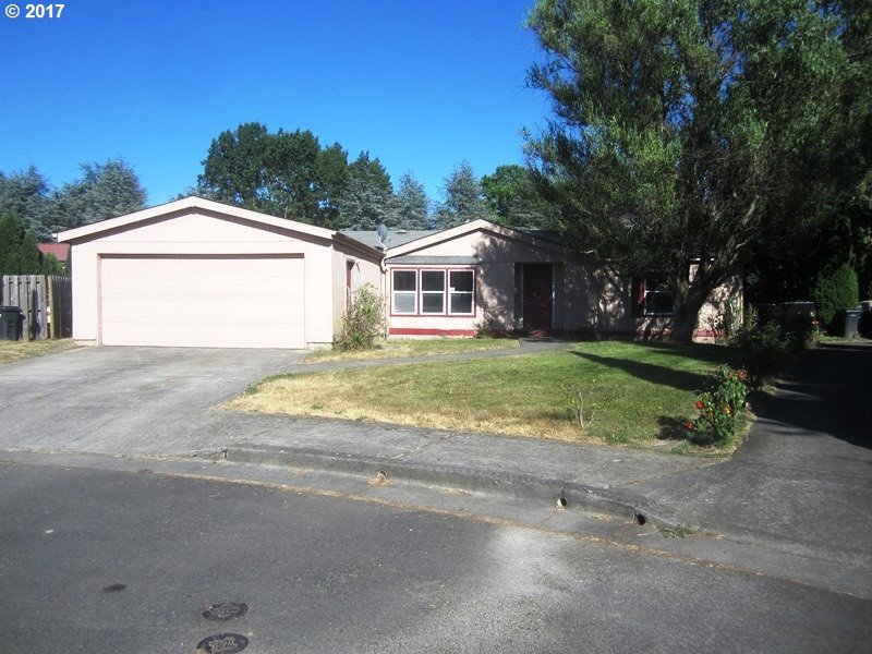 1045 Willow Ct, Mt. Angel, OR 97362